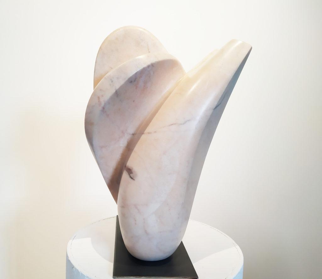 Fleur du Désir / 2015 / Sculpture marbre rose du Portugal / terrasse : 22 x 22 : H. 40 cm