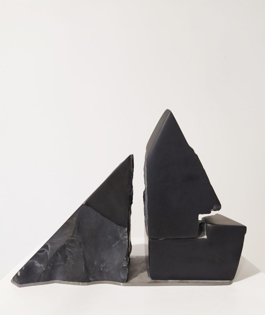 Sans titre / sculpture marbre noir de carrare et fer brut / 24 x 9 : H. 19 cm