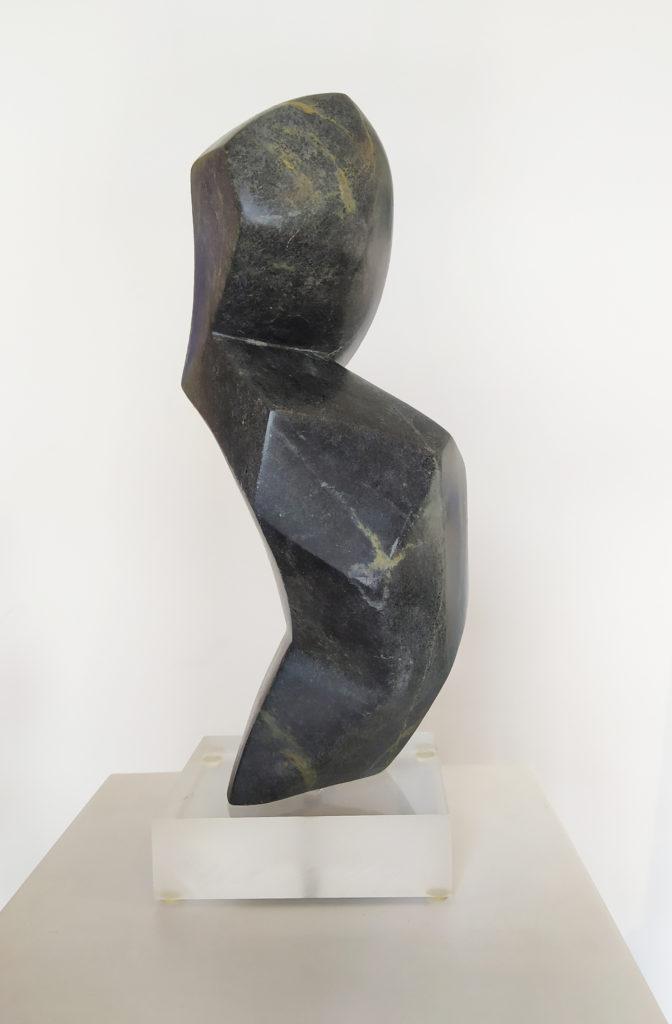 Célénée VI / Stéatite / terrasse : 15 x 12.5 : H. 39 cm